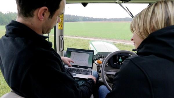 Schaeffler propose un service 24h sur 24 pour les machines agricoles.