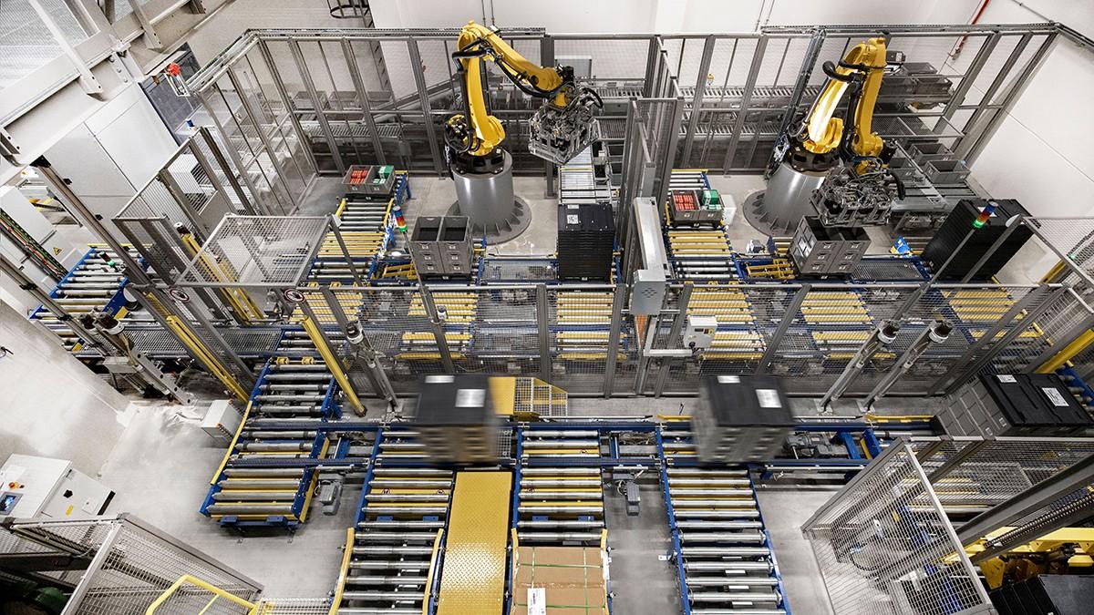 Les robots de petites dimensions prennent de plus en plus souvent en charge des tâches répétitives de manipulation et de montage.