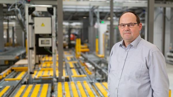 Egon Grief, responsable de la maintenance du centre de distribution EDZ Mitte chez Schaeffler