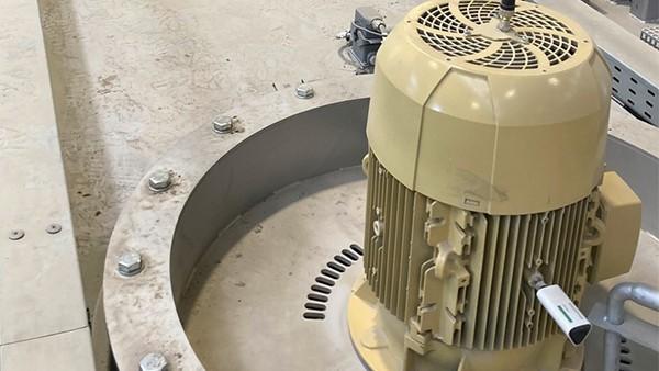 Surveillance des moteurs des machines de traitement thermique
