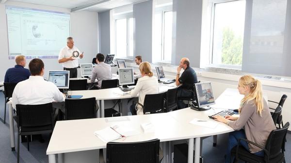 Un éventail de cours modulaires à destination des ingénieurs, des commerciaux et des monteurs